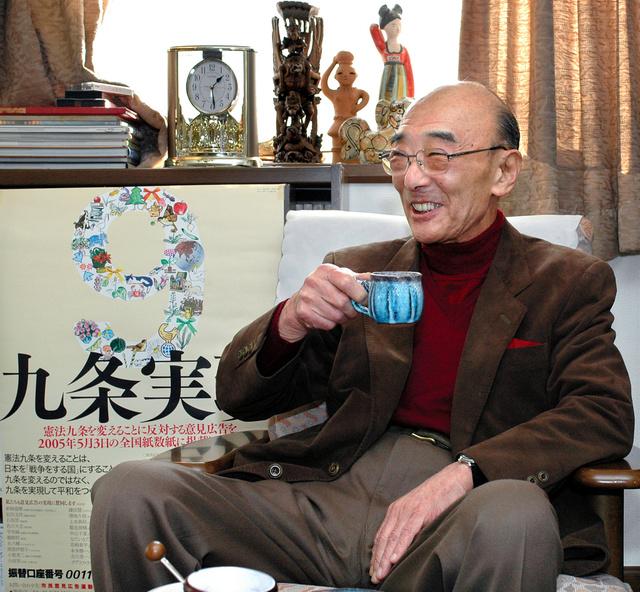 吉川勇一さん=2005年12月、東京都内