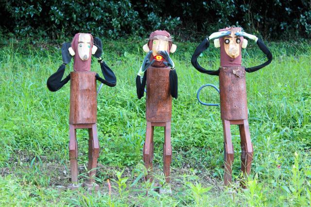 3匹の猿の案山子=美祢市伊佐町河原