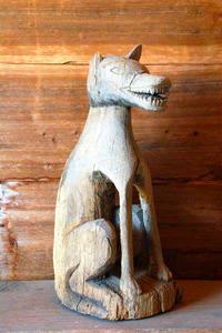 オオカミの木像=丸森町の佐野の山神社所蔵
