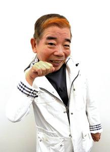 猫のポーズをする池乃めだか。「新しい笑いや形を作... 池乃めだかに関するトピックス:朝日新聞デ