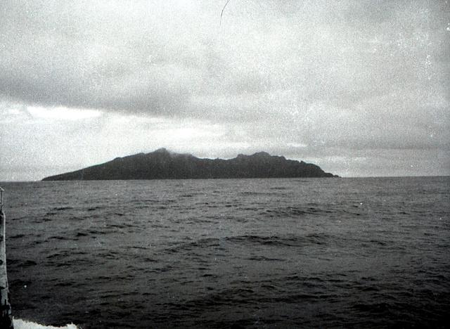 琉球政府が撮影した当時の尖閣諸島・魚釣島(1970年撮影、沖縄県公文書館所蔵)