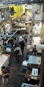水産物が並ぶ築地市場の仲卸売り場