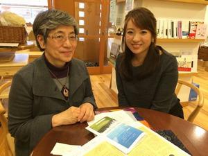 「暮らしの保健室」でインタビューに答える秋山正子さん(左)と鈴木美穂さん(右)=東京都新宿区