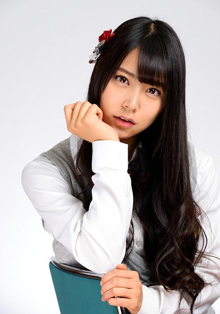 18歳。愛称みるるん。シングル曲「らしくない」で矢倉楓子とダブルセンター=関口達朗撮影