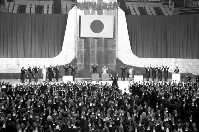 1972年5月15日に東京・日本武道館で開かれた「沖縄復帰記念式典」の様子