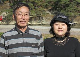 すずき・やすひろ、すずき・ようこ 2005年、福島県富岡町で介護事業所(グループホーム、デイサービス、ゲルパーステーション、居宅介護支援事業所)を設立。鈴木洋子さんは、看護師、介護福祉士、認知症ケア専門士などの資格を持つ。