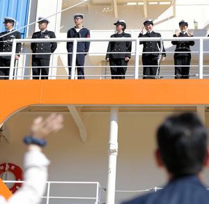 南極観測船しらせ出港 女性 ...