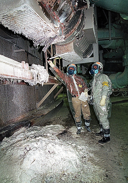 ナトリウム漏れ事故が起きた「もんじゅ」の2次冷却系配管室。その後20年間、もんじゅはほとんど運転できていない=1995年12月、福井県敦賀市、代表撮影