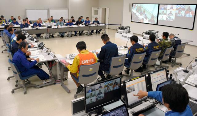 オフサイトセンターではテレビ会議を使って原子力災害合同対策協議会全体会議が開かれた=志賀町西山台2丁目