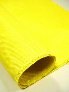 東レが開発した山小屋の屋根強化のための織物。防弾チョッキなどに使う軽くて強い繊維を使っている