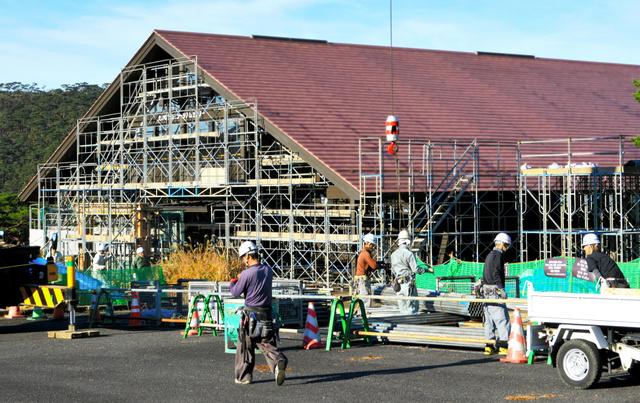 火山噴火災害に備え補強工事が行われているえびのエコミュージアムセンター