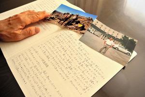 新屋孝子さんが夫の運転で出かけた旅行の写真と、運転を巡っていさかいが絶えなかった日々をつづった日記。運転には、良い思い出も悪い思い出も残っている=千葉県白井市
