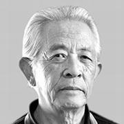 翻訳家で作家の小鷹信光さん=2003年