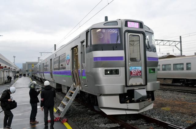 報道機関向けに公開された「はこだてライナー」=函館市
