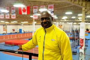 選手時代にずっと練習したヨーク大学の室内練習場で話すベン・ジョンソンさん=カナダ・トロント、河野正樹撮影