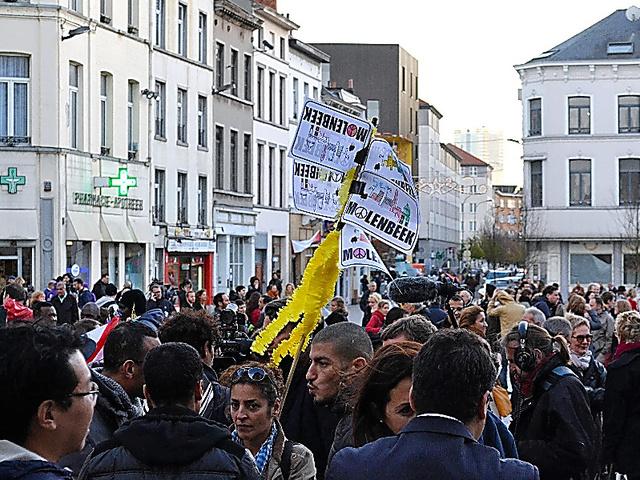 ブリュッセル西部モランベークでは11月、パリ同時多発テロ犠牲者を追悼する集会が開かれた