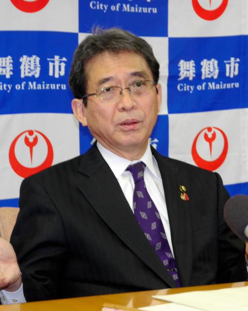 高浜原発再稼働の容認を表明する多々見良三市長=舞鶴市役所