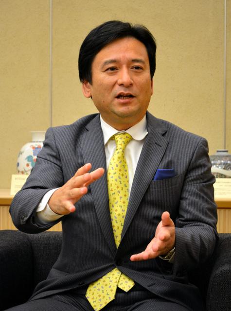インタビューに答える山口祥義知事=県庁