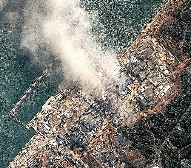 事故後の福島第一原発=米デジタルグローブ提供