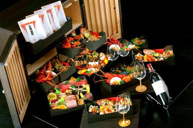 豪華な食材が並ぶ約200万円の高級おせち「極」(ザ・ガーデンテラスおゝ乃提供)