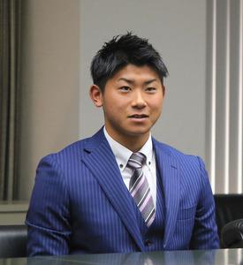 意気込みを語る今永昇太投手=北九州市役所