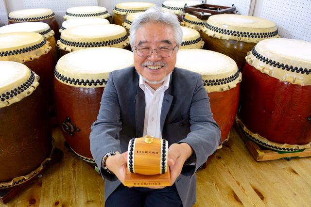 ひがしむねのりさん。旧国立競技場のケヤキで「飾り太鼓」も作った=京都市下京区