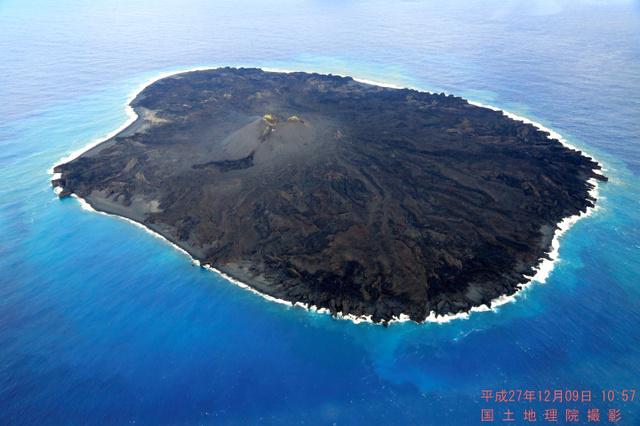 昨年12月9日に撮影された西之島=国土地理院提供