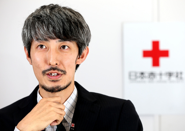 加島康平さん。「振り返ると阪神大震災は今の自分につながっている」=東京都港区、林敏行撮影