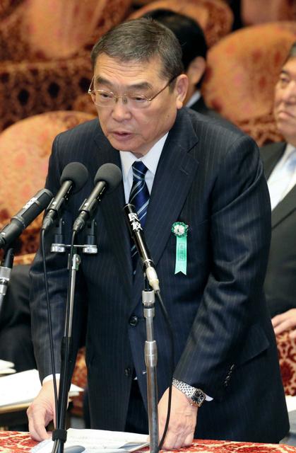 衆院予算委で参考人として呼ばれ答弁するNHKの籾井勝人会長=13日午前、飯塚晋一撮影