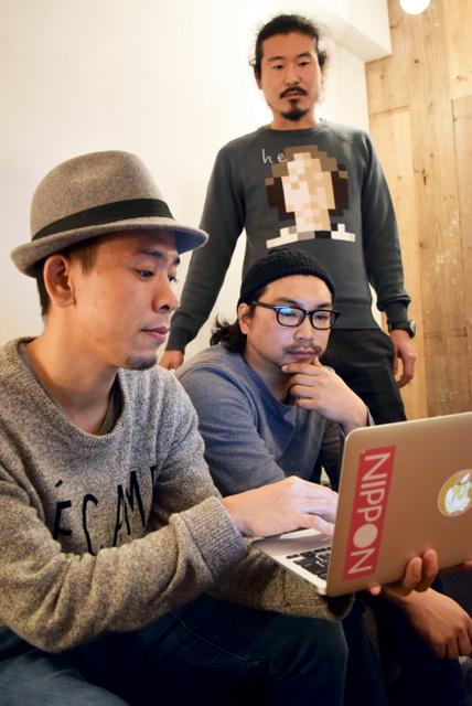 くろやなぎてっぺいさん(左)ら映像作家グループ=東京都目黒区、岡本玄撮影