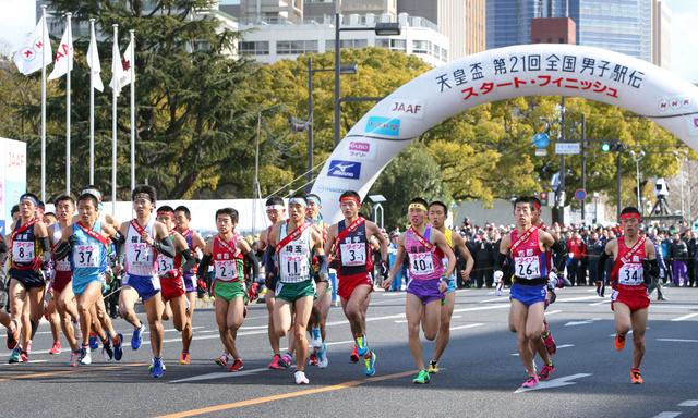 平和大通りを一斉にスタートする各チーム=広島市中区、青山芳久撮影