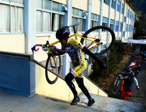 自転車の 朝日自転車 : 愛知)自転車レース、舞台は廃 ...