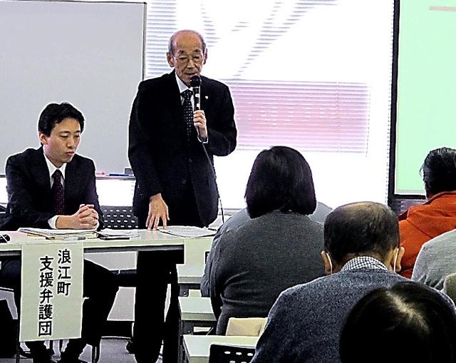 慰謝料増額の和解案が示された集団申し立てで、避難者に経過を説明する馬場有・浪江町長=9日、東京・日本橋