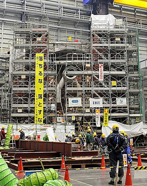 福島第一原発の格納容器の下部と同じ大きさで建設中の試験設備=福島県楢葉町、服部尚撮影