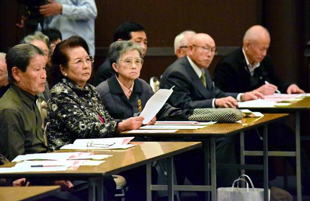 県被団協の結成60周年記念式典で、講演を聞く被爆者たち=広島市中区