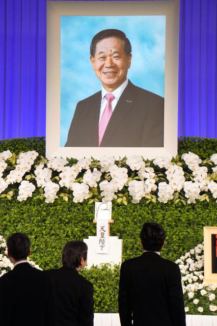 前大阪商工会議所会頭の佐藤茂雄さんの「お別れの会」=1日午前9時40分、大阪市北区