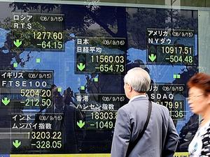 米リーマン・ブラザーズの破綻を受け、株価は世界中で大きく値下がりした=2008年9月16日、東京都中央区