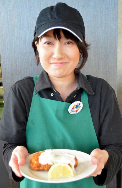アクアマリンふくしまのレストランで提供されるカジキメンチ=いわき市小名浜