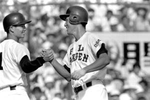 大阪・PL学園高時代に甲子園で本塁打を積み重ねた清原和博容疑者(右)。エースの桑田真澄さん(左)とのKKコンビが人気を呼んだ=1984年8月10日