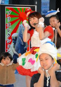 小林麻耶さん、ブリの街で「ぶりっ子」全開 富山・氷見