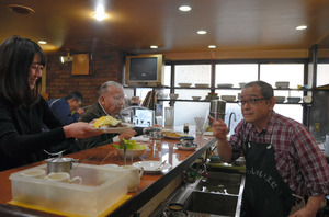 「○日目カレー」食べ納め 愛され60年、店じまいへ