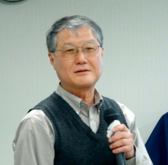 最終講義をする今中哲二助教=大阪府熊取町の京大原子炉実験所、田井中雅人撮影