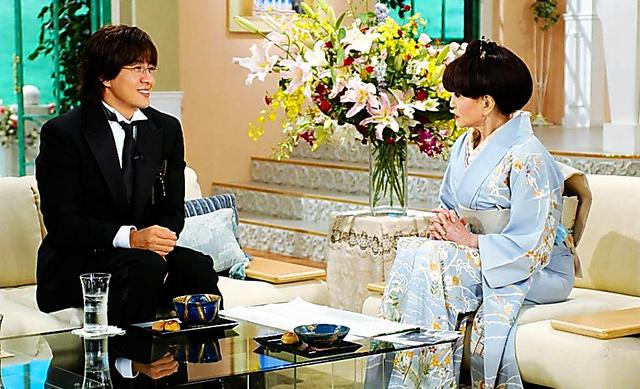 2005年9月にペ・ヨンジュン(左)が「徹子の部屋」に出演した
