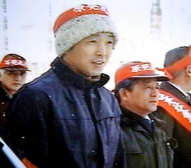 反原発だった頃の岩本さん(中央右)と石丸さん(同左)