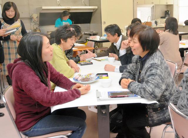 参加者は5年間を振り返った=12日、熊本市中央区草葉町
