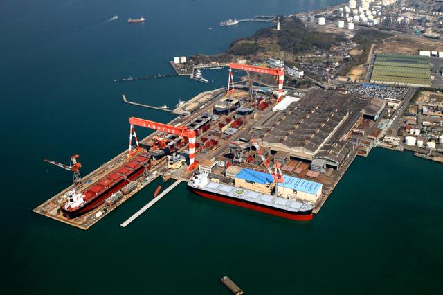 サノヤス造船水島製造所。中央左側がドック、その右側が工場=サノヤスホールディングス提供