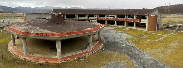 児童ら84人が犠牲になった大川小学校旧校舎=宮城県石巻市、福留庸友撮影