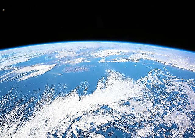地上400キロの宇宙からみた見た地球=JAXA/NASA提供