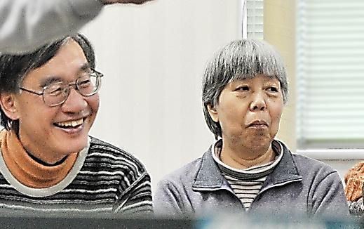 京都府宇治市の取り組みに協力している中西美幸さん(右)と夫の俊夫さん。楽しみは卓球やテニスだ=仙波理撮影