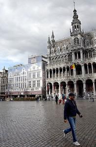 ブリュッセル中心部の屈指の観光地グランプラスは28日、閑散としていた=渡辺丘撮影